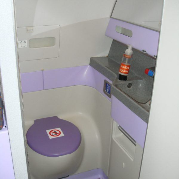 Lavatories painted with HSH IP1065B thanks to FAA/EASA Paint Certification